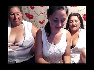 Babcia, mama i córka robią show na kamerkach